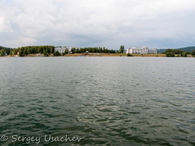 Вид с водохранилища на ФОК «Звёздный»