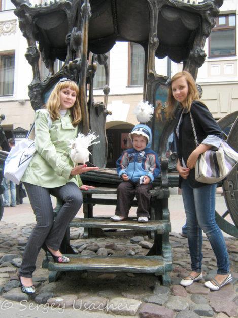 Памятник карете Екатерины II (улица Баумана)