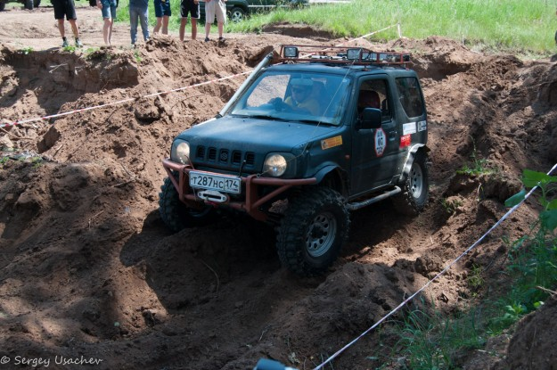 Suzuki Jimny просто пролетел участок