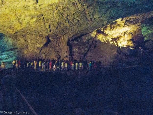 Масштабы пещеры поражают воображение