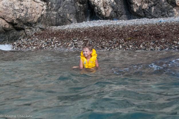 Галька и относительно спокойное море