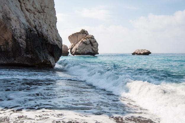 Песок и уже серьезные волны