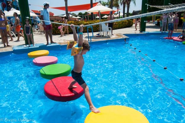 Бассейн с препятствиями для детей