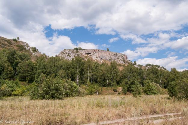 Вид на Голубиный грот в Мурадымовском ущелье