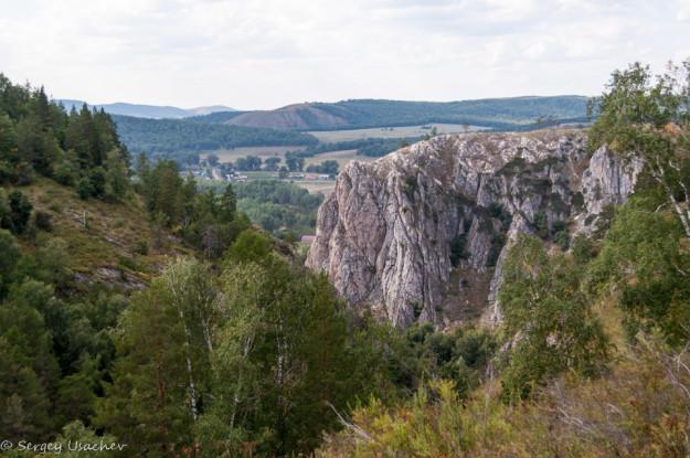 Вид с тропы до Ледовой пещеры