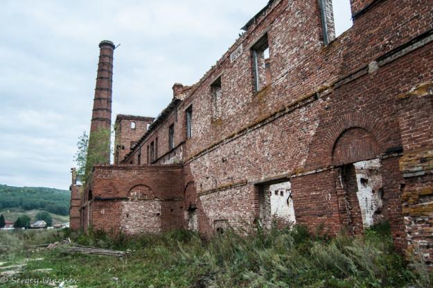Восстановленная стена Воскресенского завода