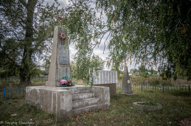 Монументы сельчанам Верхотора, погибшим в Гражданскую и Великую Отечественную войны