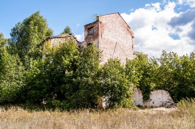 Верхоторский медеплавильный завод корпус у водохранилища