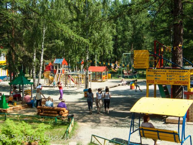 Детская площадка на территории Абзаково