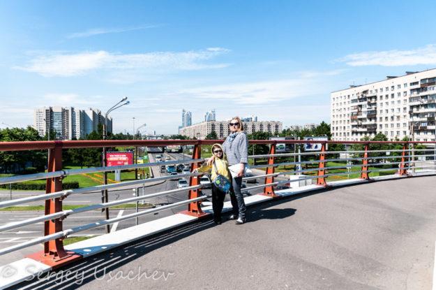Пешеходный мост через проспект Славы