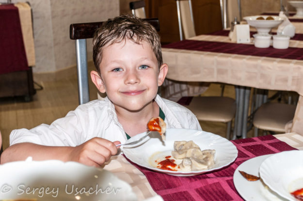 Праздничный ужин на День России