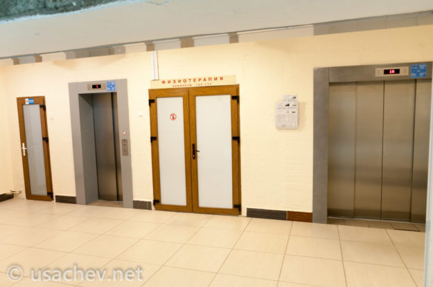 Внутри санатория. Лифты