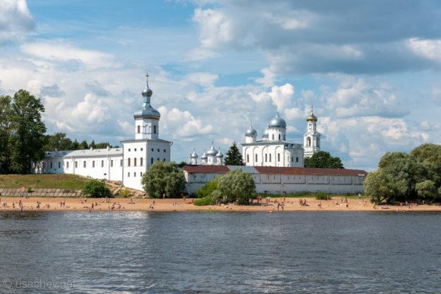 Свято-Юрьев монастырь и пляж