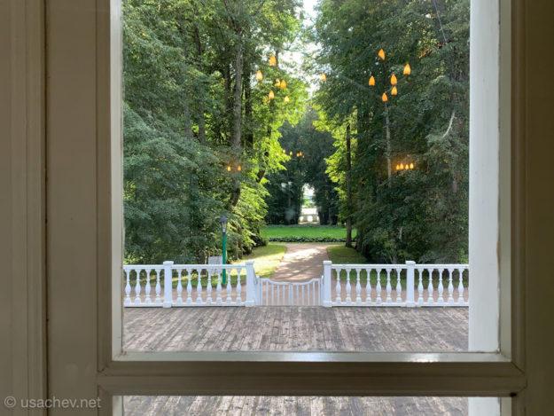 Вид на террасу и парк из дома-музея Петра Абрамовича и Вениамина Петровича Ганнибалов