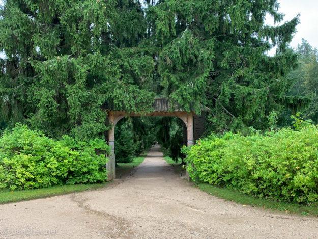 Ворота через которые въезжали гости усадьбы «Михайловское»