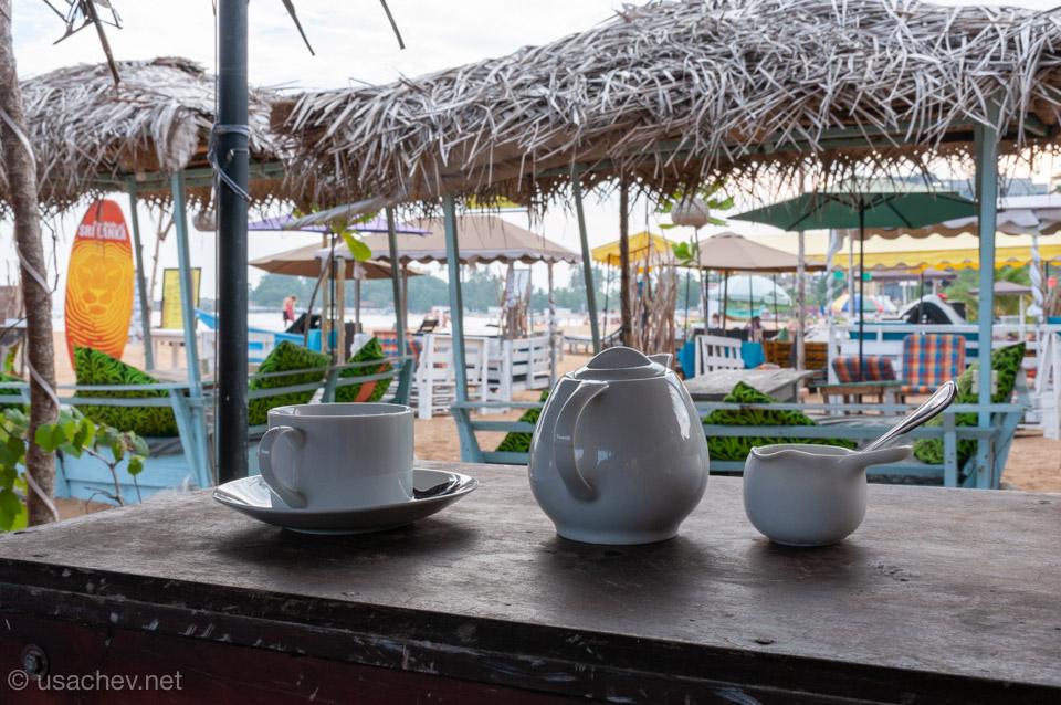 Кафе на пляже Унаватуна (Unawatuna Beach)