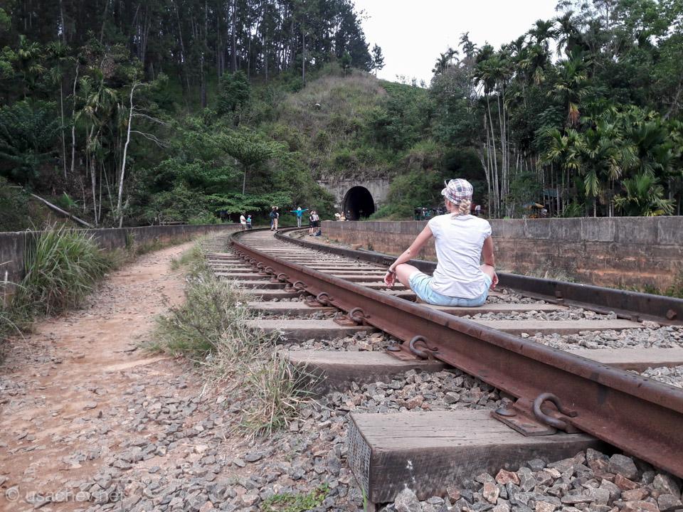 В ожидании поезда на Девятиарочном мосту
