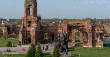 Храм Рождества Иоанна Предтечи и Памятник защитникам крепости