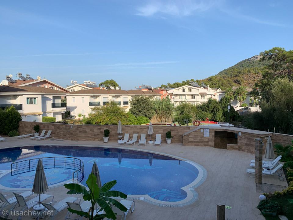 Вид с балкона отеля Truemar Hotels & Suites