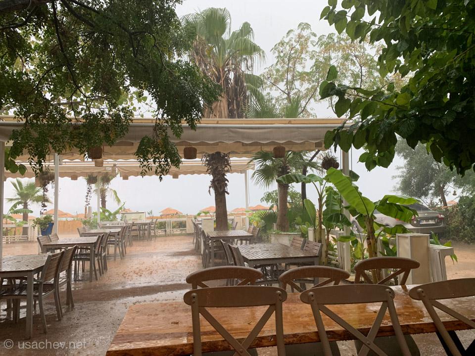 Тропический ливень в Чиралах
