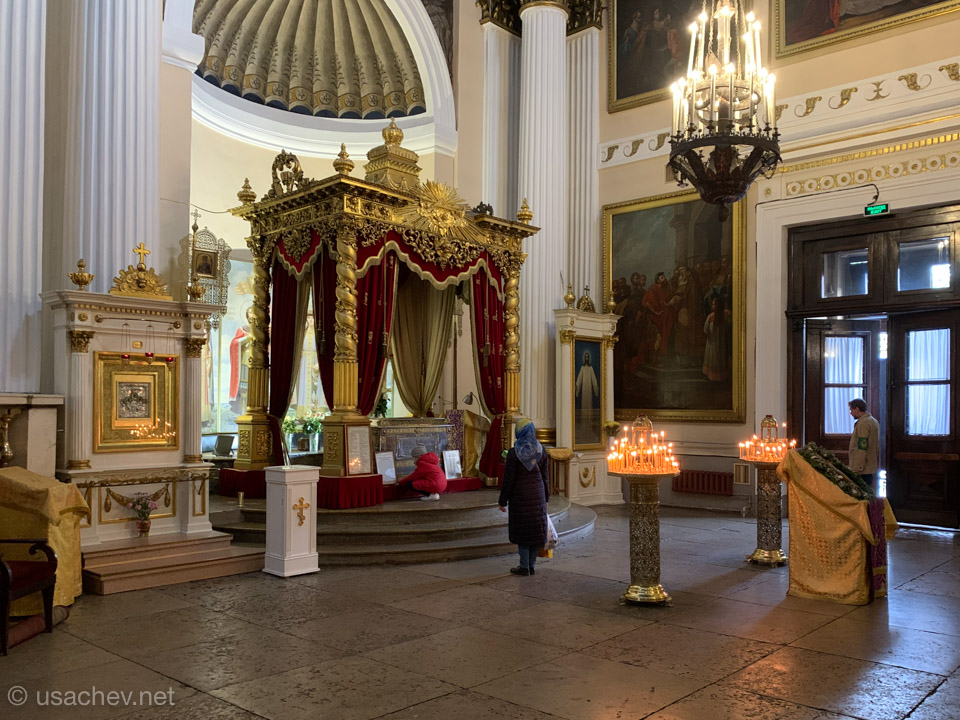Внутри Свято-Троицкого собора