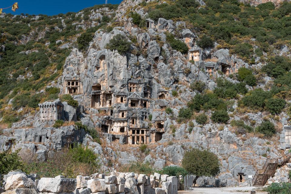 Гробницы высеченные в скалах – Мира