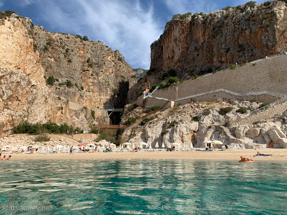Пляж Капуташ вид на ущелье