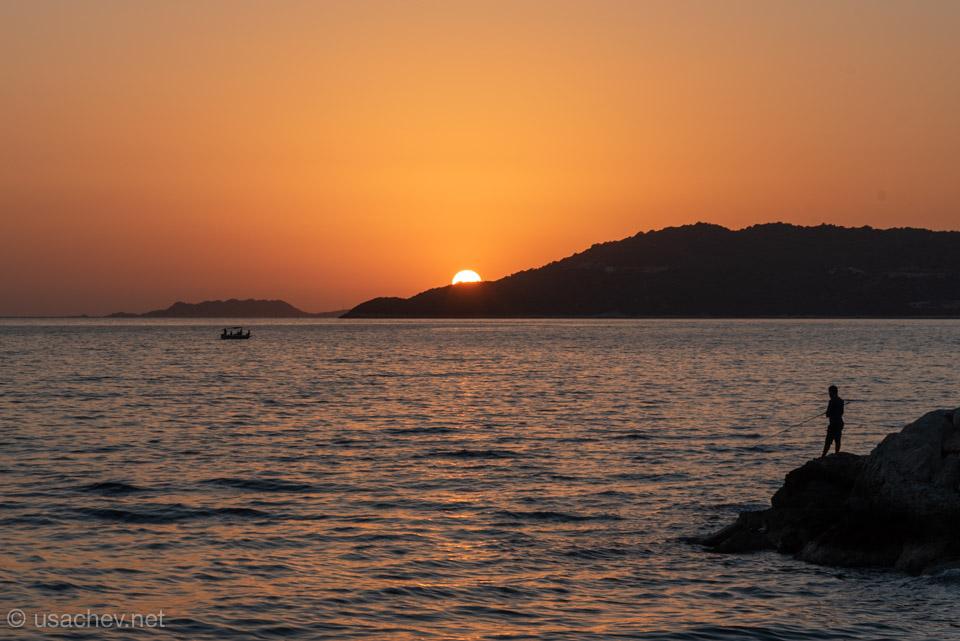 Солнце заходит за Кастелоризо