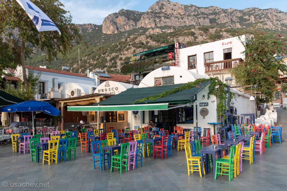 Ещё одно колоритное кафе города Каш