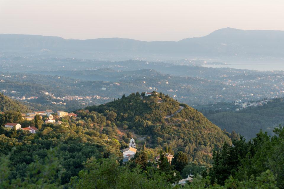 Вид с вершины горы вблизи деревни Дафната