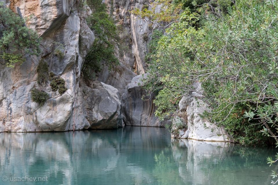 Начало маршрут на лодках или в гидрокостюмах в каньоне Гёйнюк