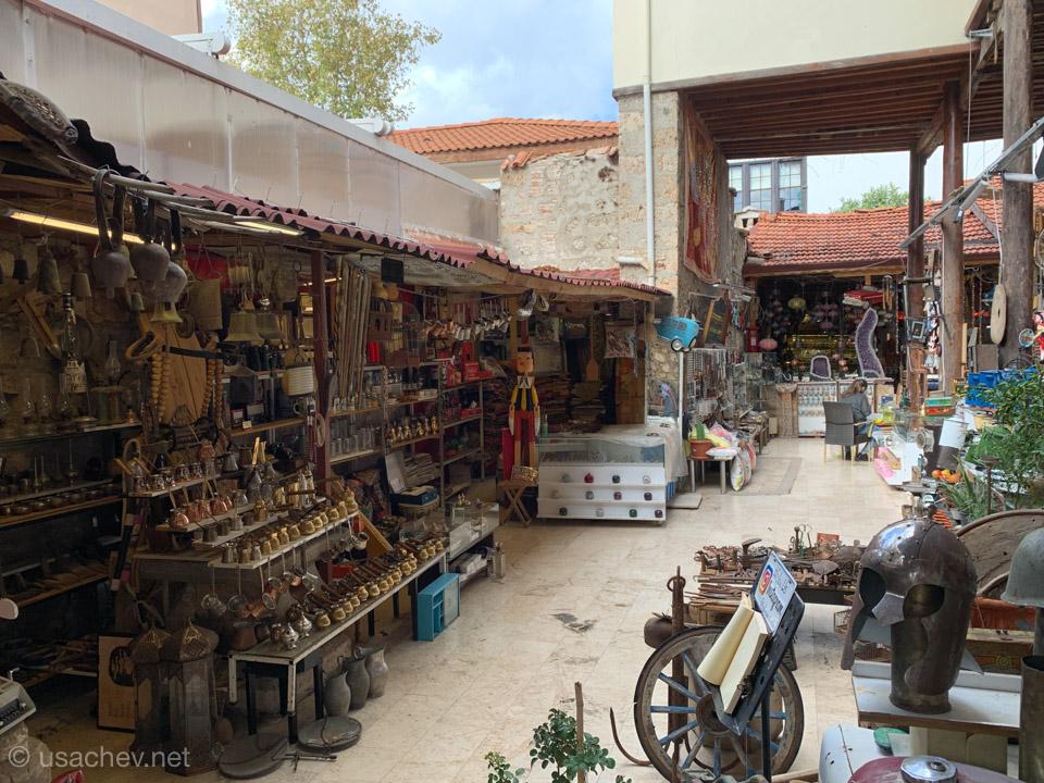 Блошиный рынок во дворе