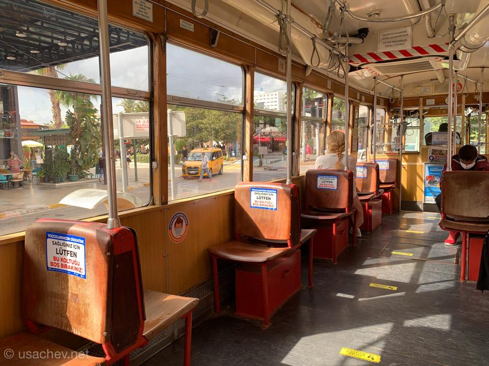 Старый трамвайчик «Ностальжи»