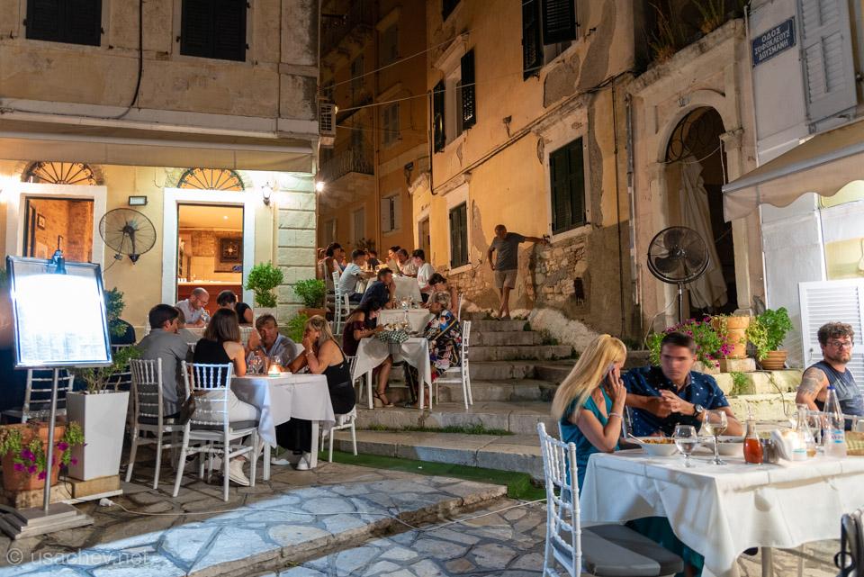 Аутентичные кафе во дворах Керкиры
