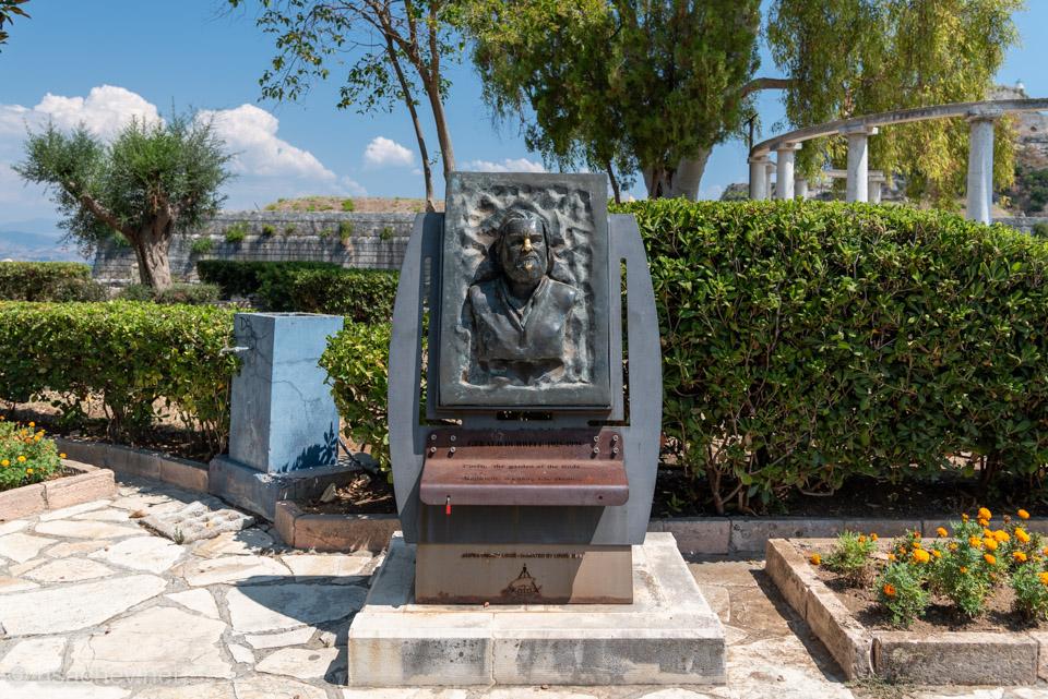 Монумент Джеральду Дарреллу